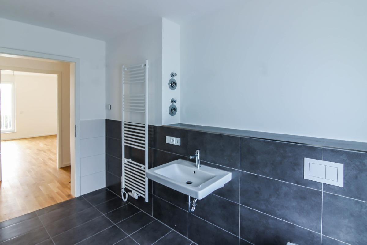 Großes Badezimmer 2