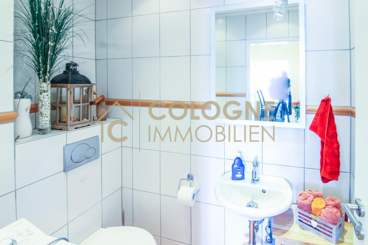 Gäste-WC mit Waschmaschinenplatz