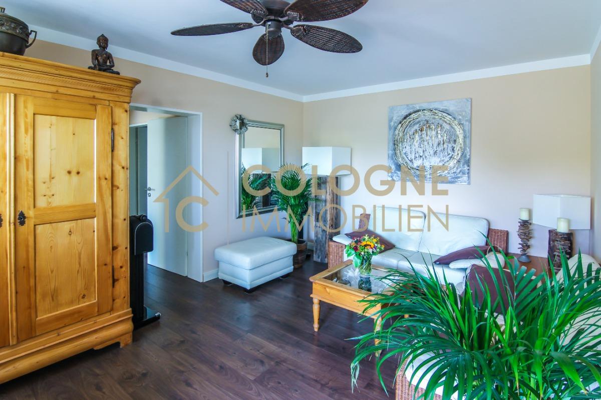 Wohnzimmer mit Balkonzugung