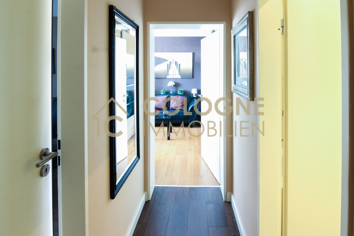 Flurbereich 2 mit Zugang zu weiteren 2 Zimmern