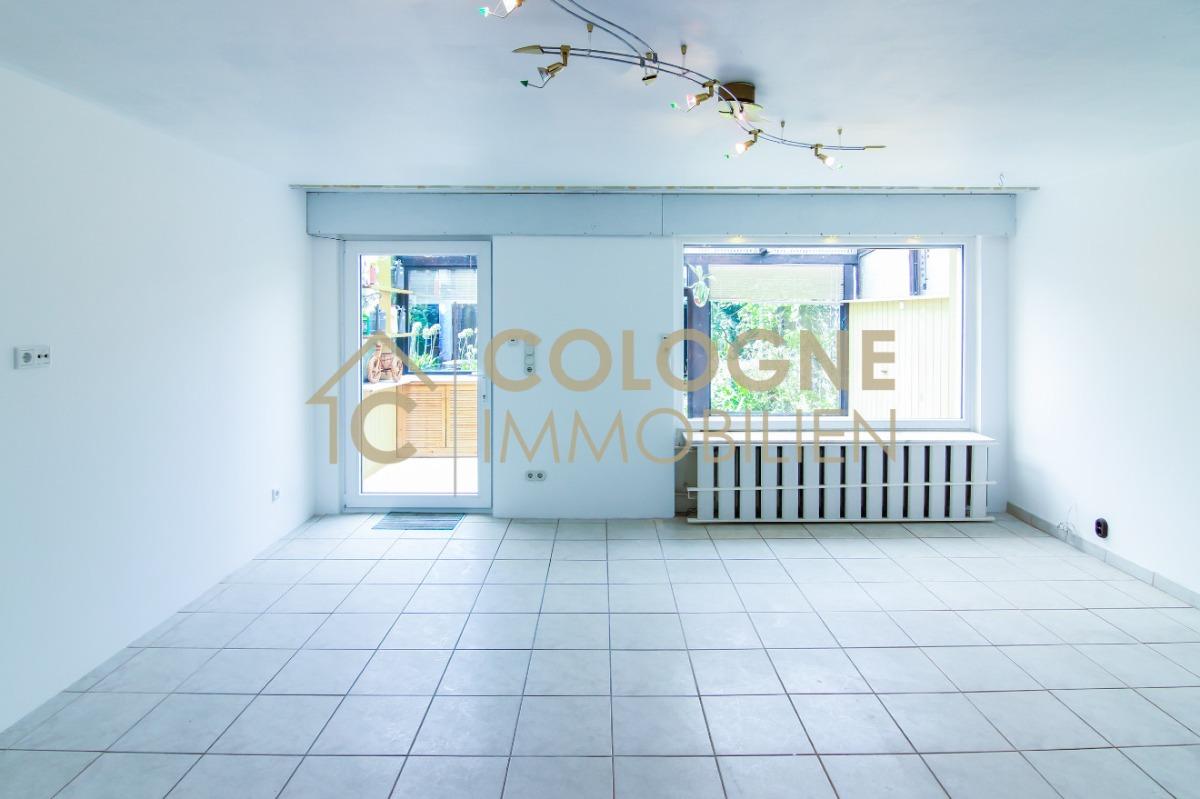 Wohnzimmerbereich mit Zugang zum Wintergarten, Garten, Garage, Gartenhaus
