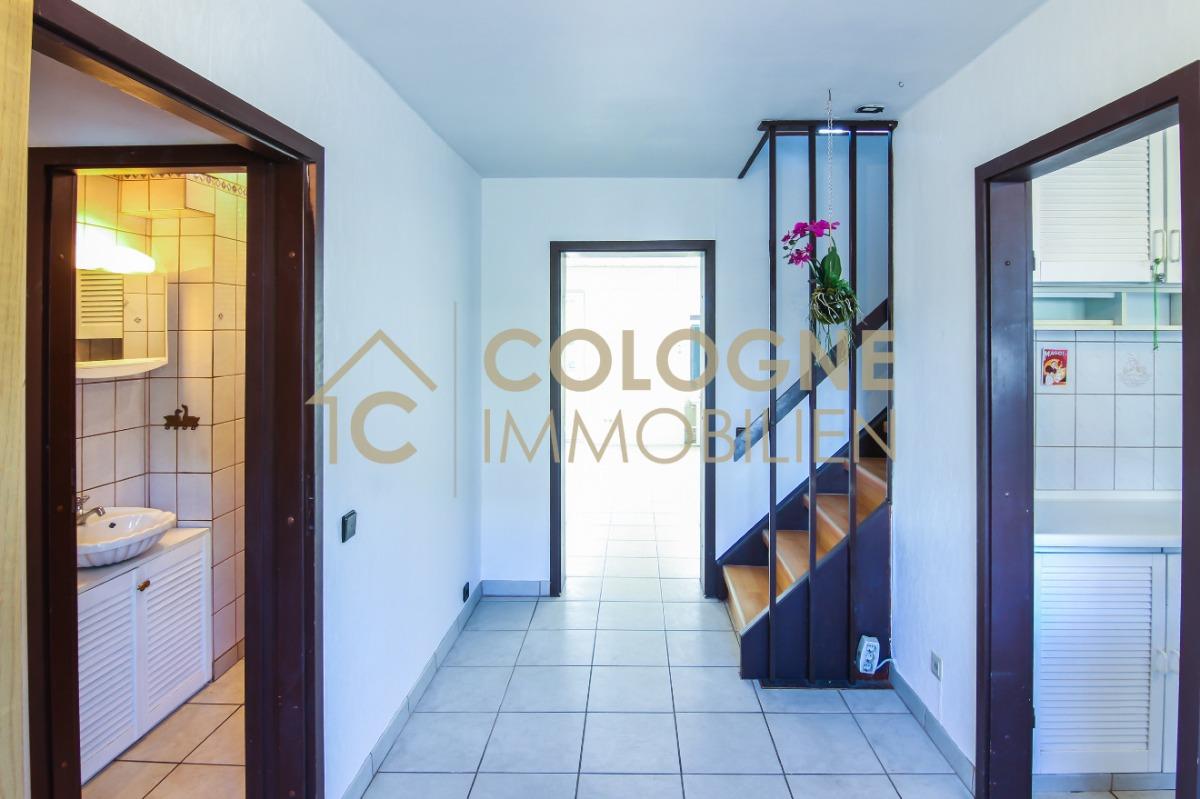 Essbereich mit Zugang zur Küche und dem Wohnzimmer