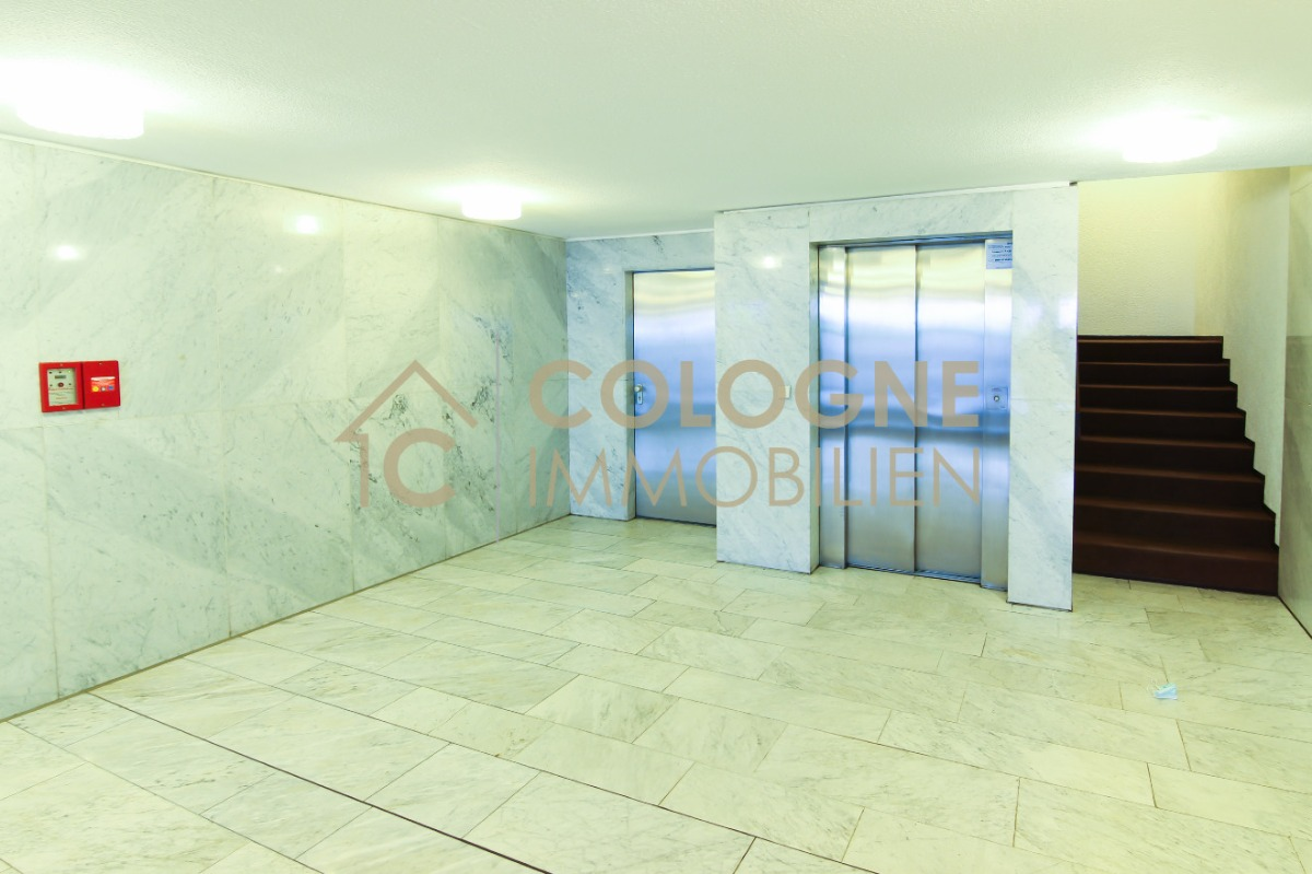 Eingangsbereich per Aufzug
