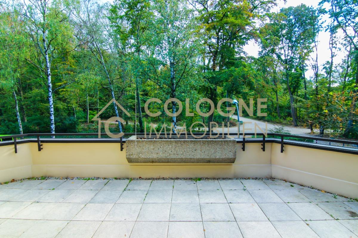 Balkon 1 von 2 in Richtung des Stadtwaldes