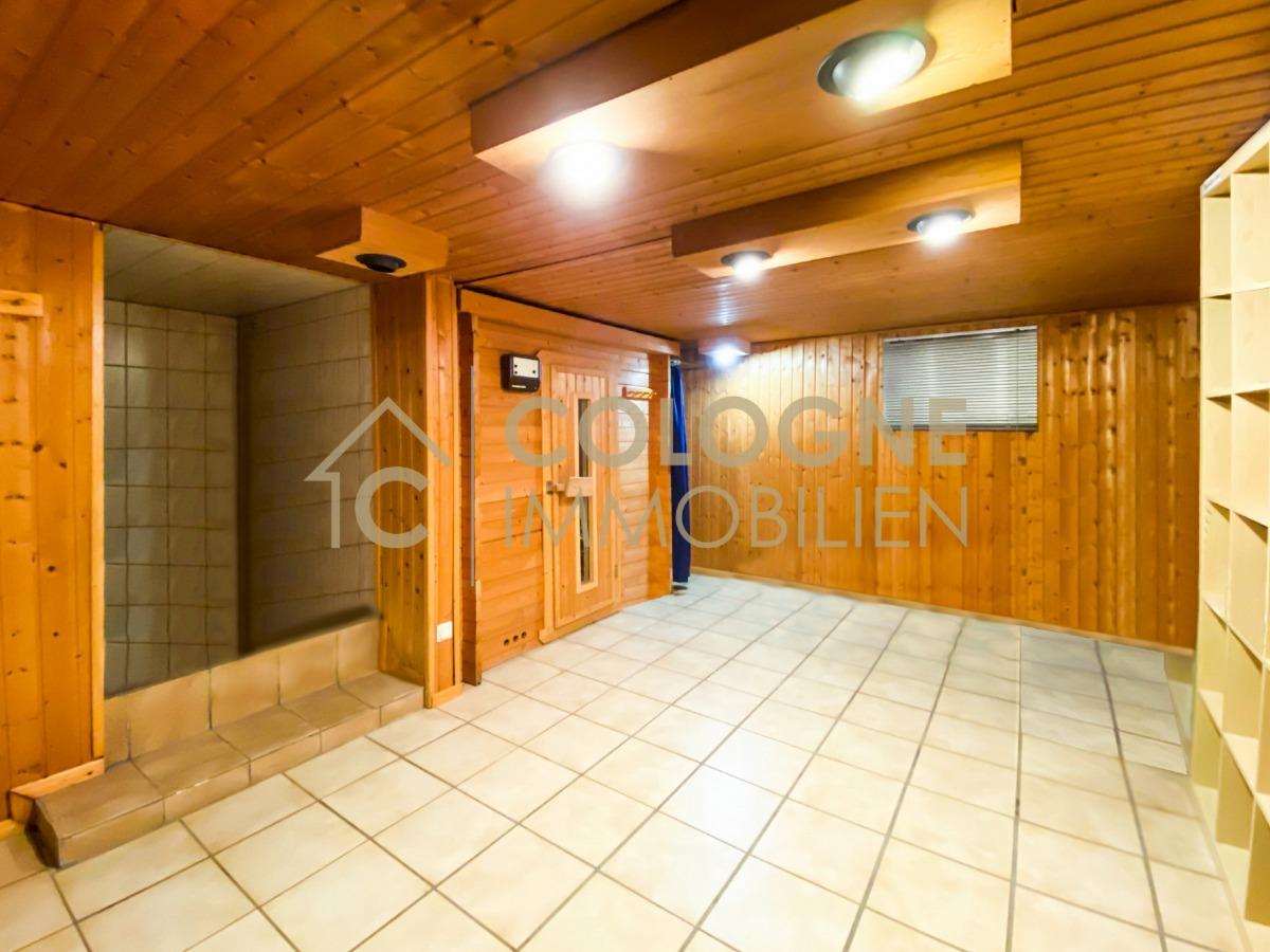 Kellerbereich mit Sauna, Umkleide, Dusche