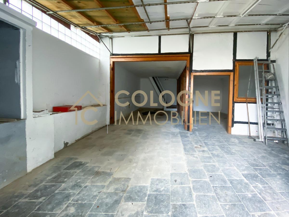 Eingangsbereich Halle