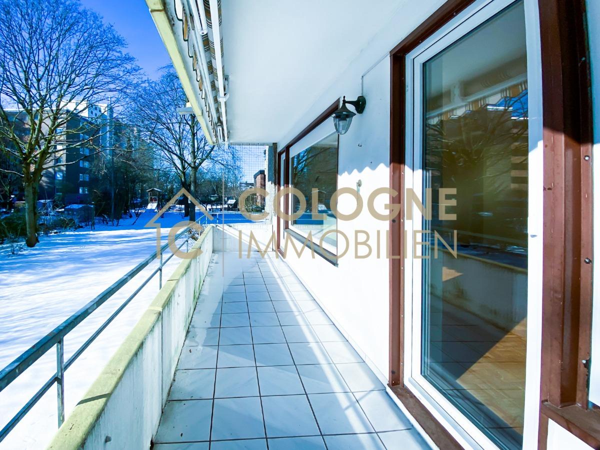 Balkon überdacht mit einer Markise (Loggia ca. 10m²)