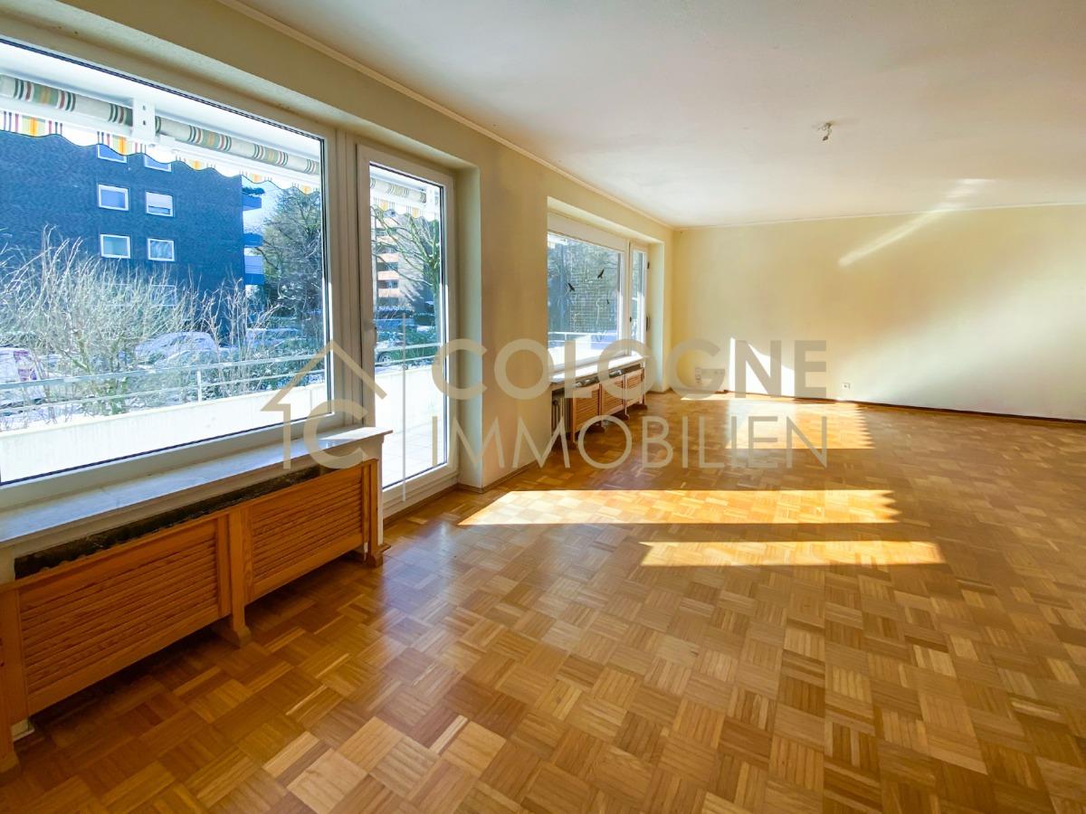 Lichtdurchflutetes Ess- und Wohnzimmer mit Parkett