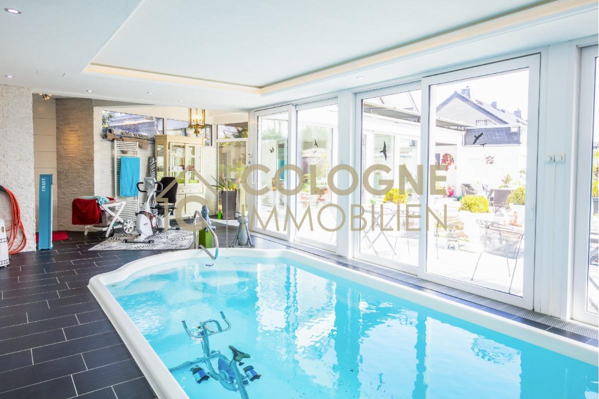 Indoor-Pool mit Jetstream