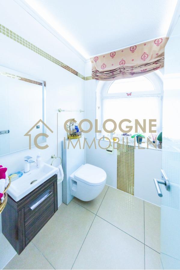 Moderne Gäste-Toilette im EG