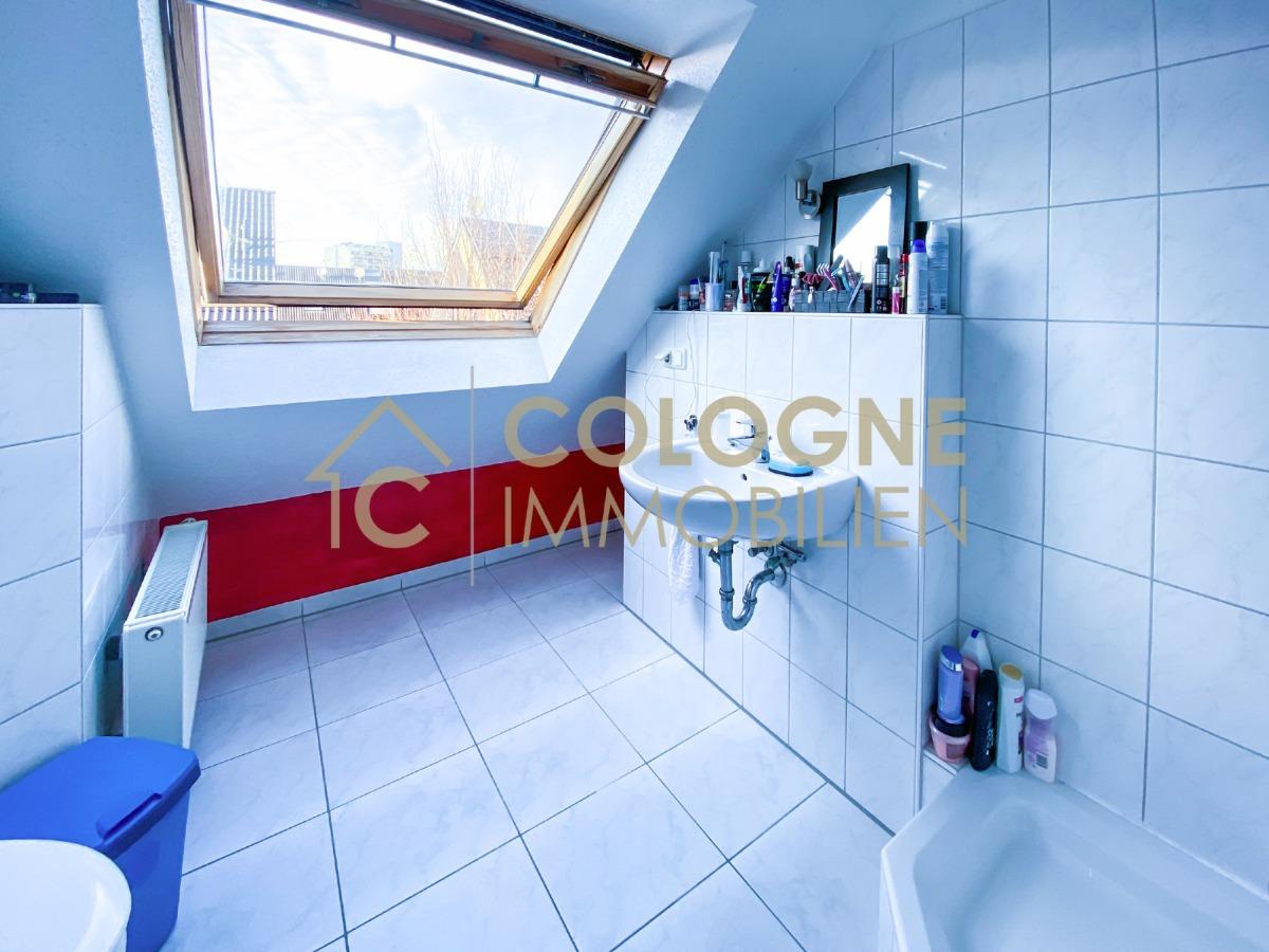 DG 1: Privates Badezimmer mit Dusche