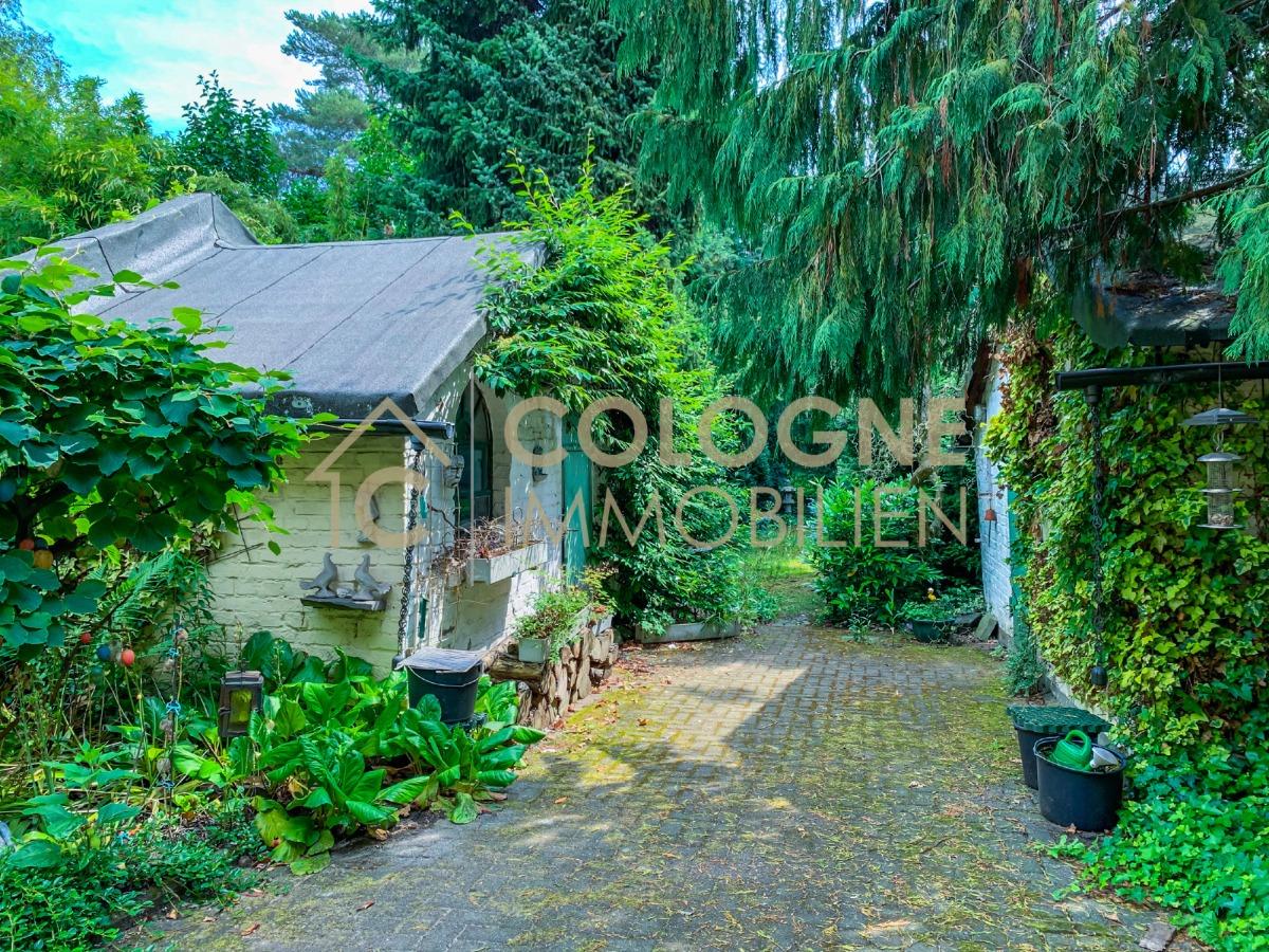 Zwei idylische massiv errichtete Gartenhäuser