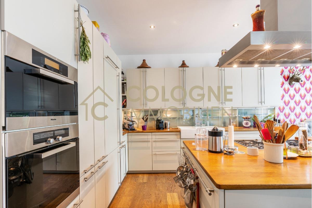 EG rechts: Küchenbereich mit direkten Zugang zum Wintergarten