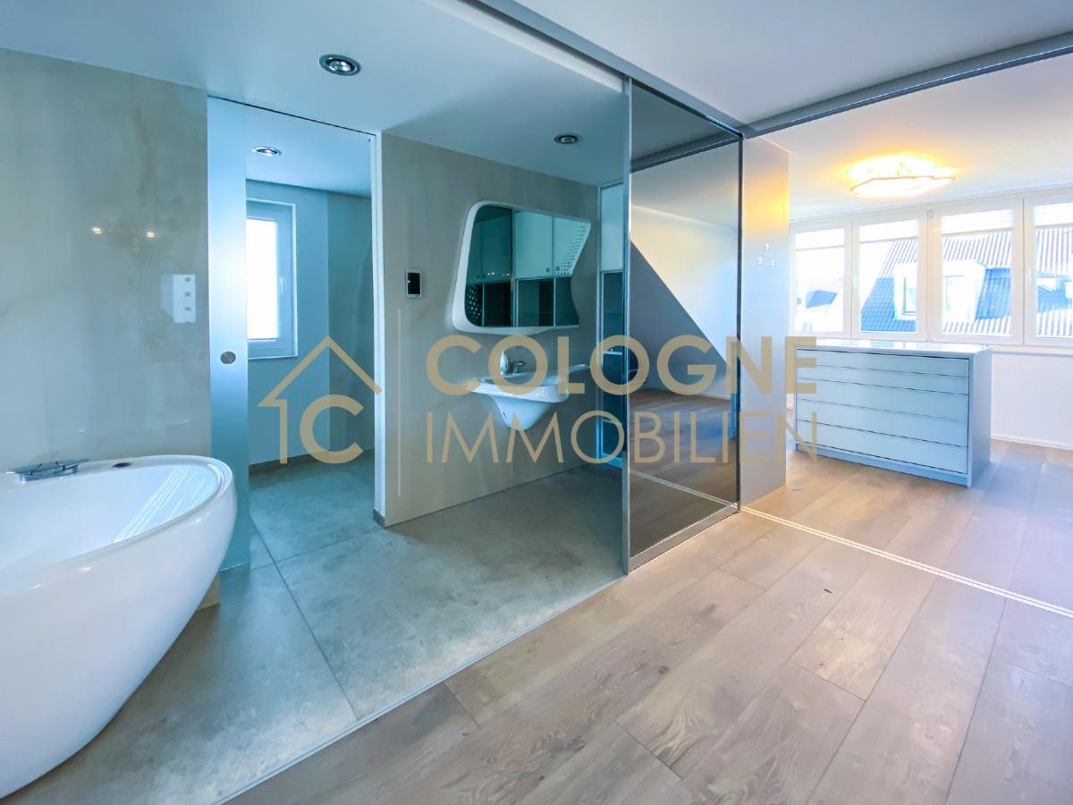 DG mit Luxusbad und Ankleidezimmer