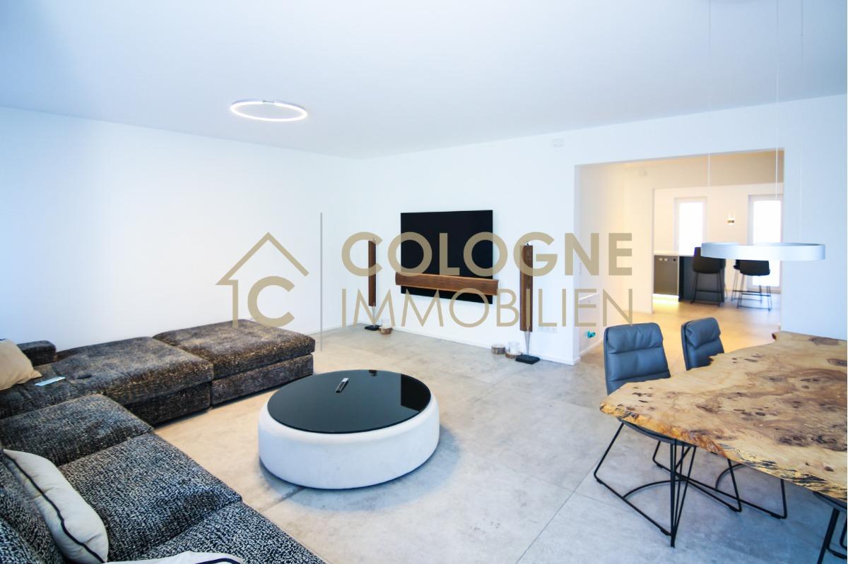 Ess- und Wohnzimmerbereich mit gehobener Ausstattung